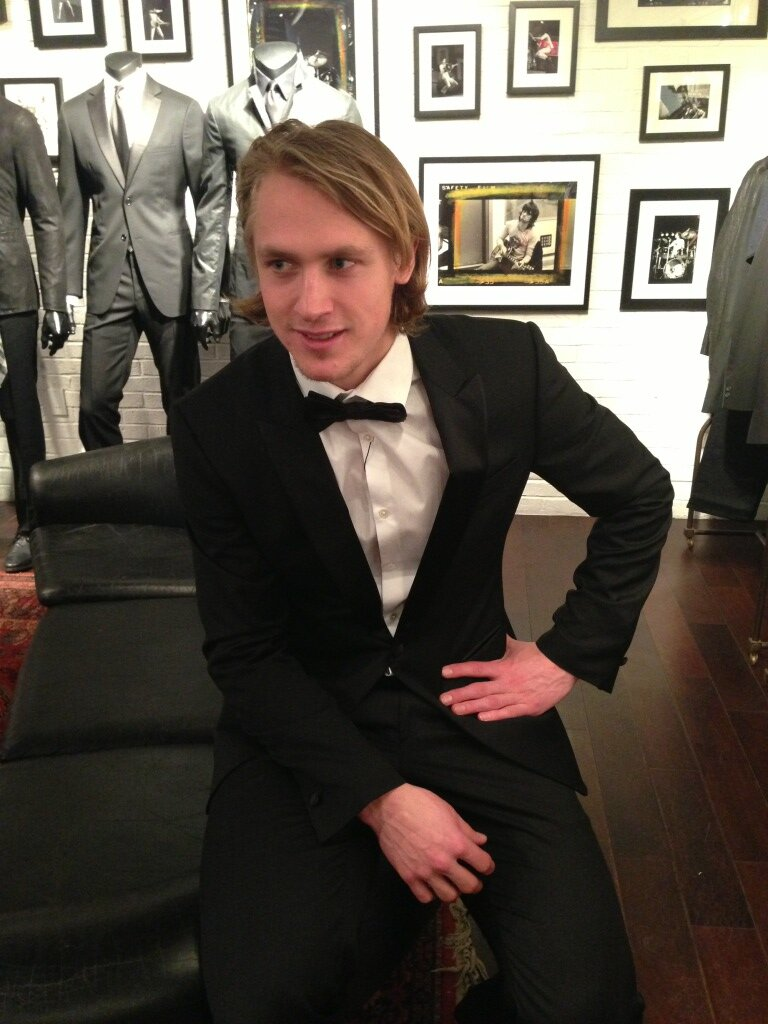carl-hagelin-new-york-rangers-casino-night-2013-john-vavartos-suit