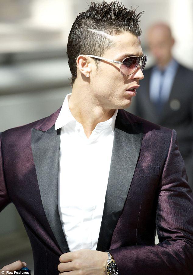 cristiano-ronaldo-rofeo Di Stéfano-Purple-Dsquared2-blazer-jacket-gucci-belt-2
