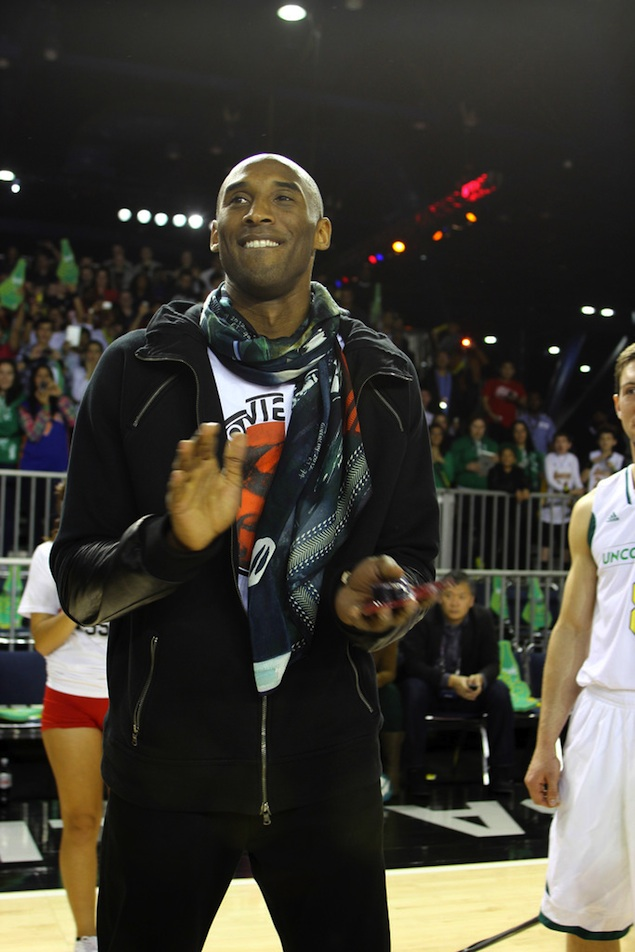 kobe-bryant-givenchy-modal-airplance-scarf-all-star-celebrity-game-2013
