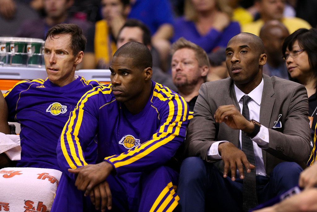 Kobe Bryant Unavailable With Injury But Sits Out In Style