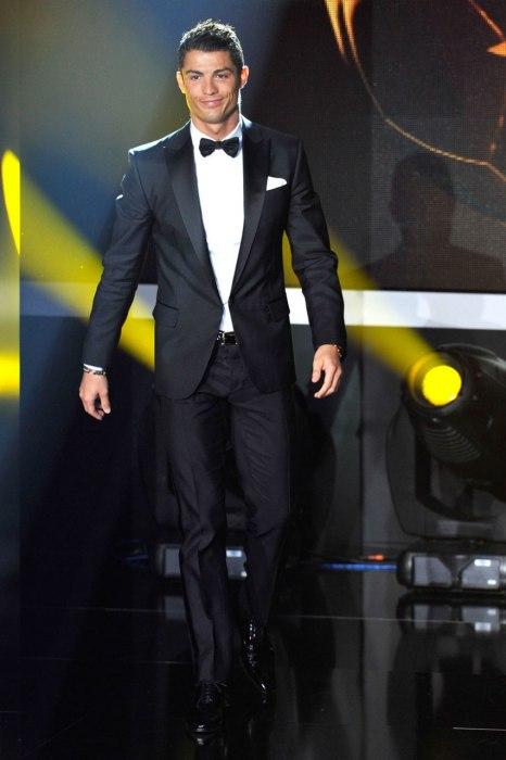 cristiano-ronaldo-vanity-fair-top-10-best-dressed-soccer-players