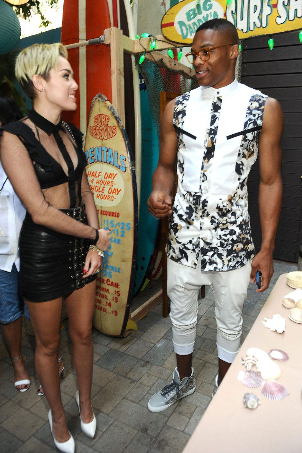 russell-westbrook-2013-teen-choice-awards-alba-legacy-outfit-miley-cyrus
