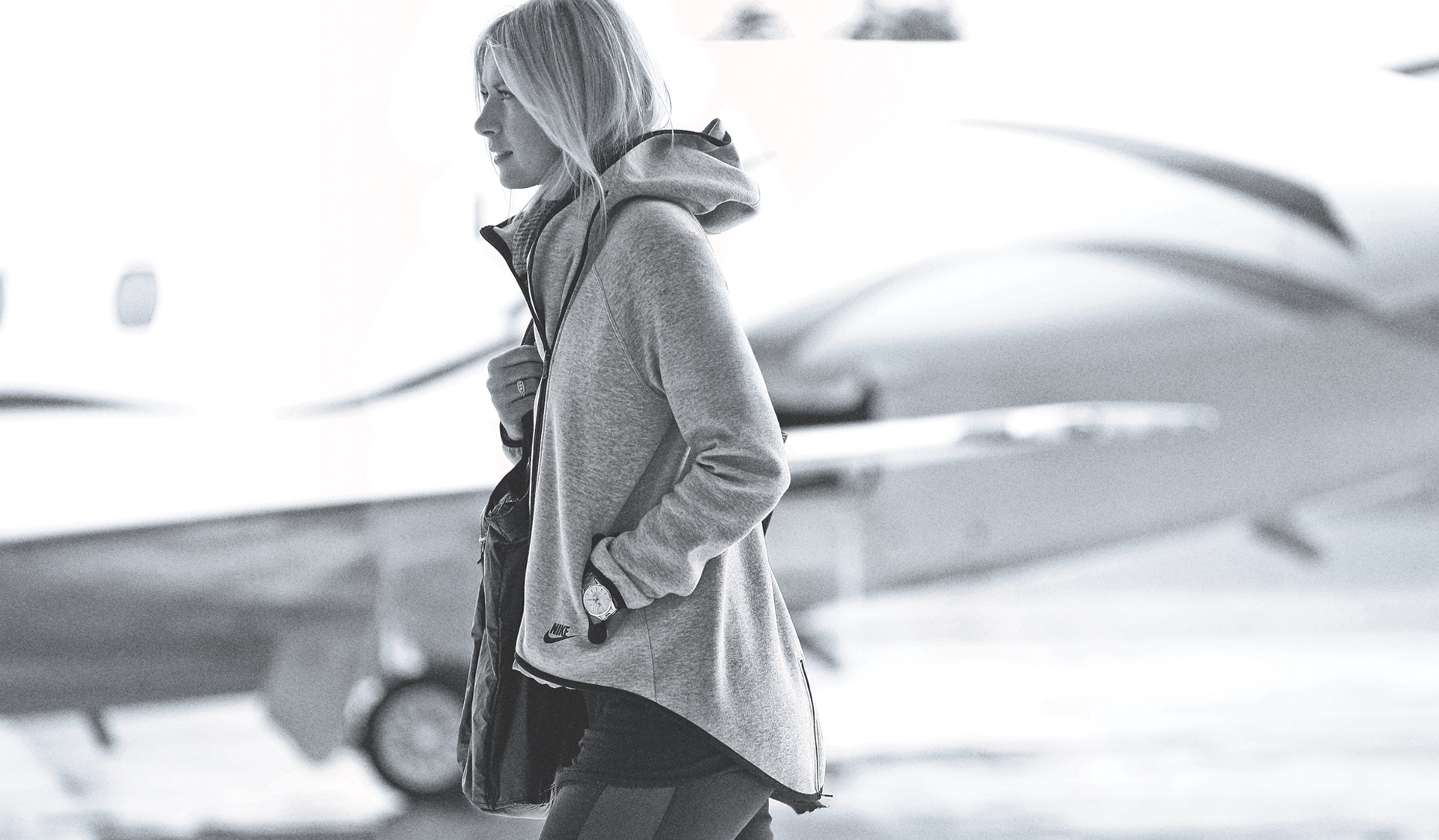 Maria-Sharapova-nike-tech-fleece-cape-2