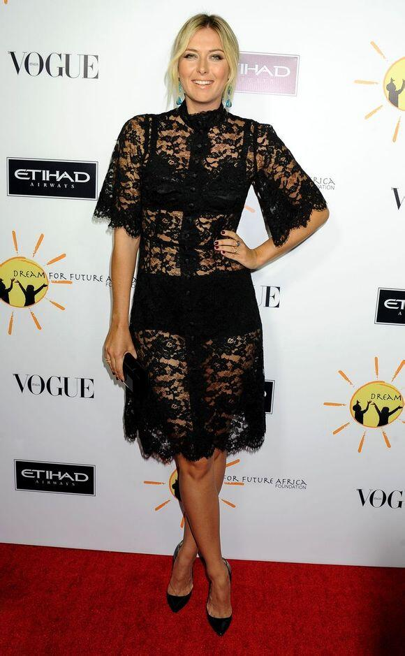 Maria-sharapova-Dream-for-future-Africa-Gala-Dolce-and-Gabbana-fall-2013-lace-dress-1