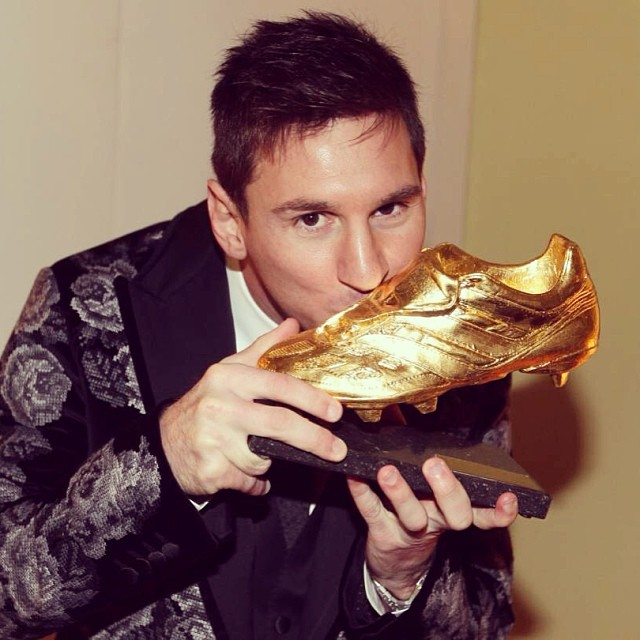 Lionel-Messi-Golden-Boot-Dolce-Gabbana-floral-tapestry-blazer