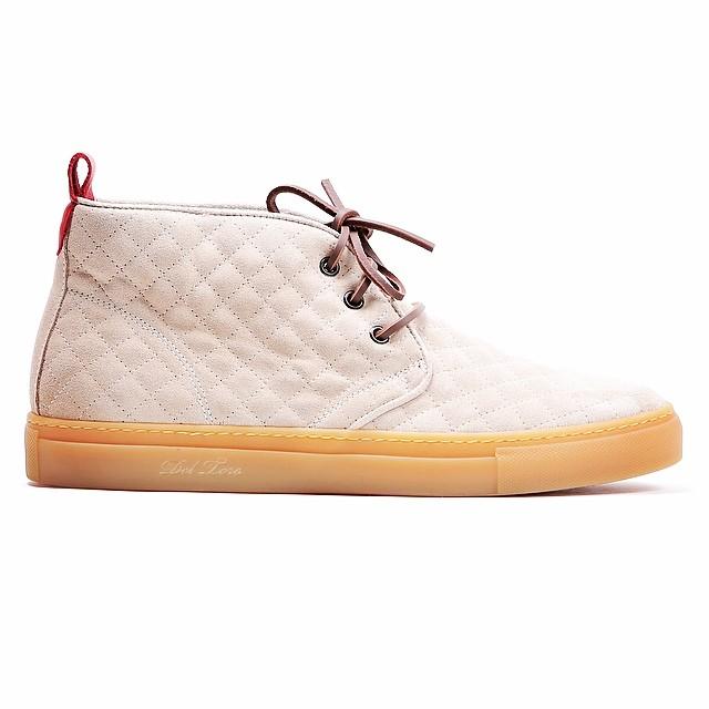 Del-toro-beige-suede-chukka-shoes