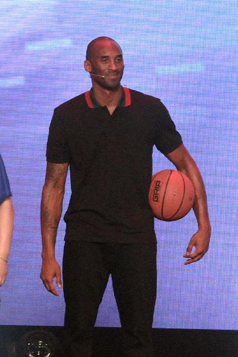Kobe-Bryant-Lenovo-Event-Gucci-black-pique-web-striped-collar-polo