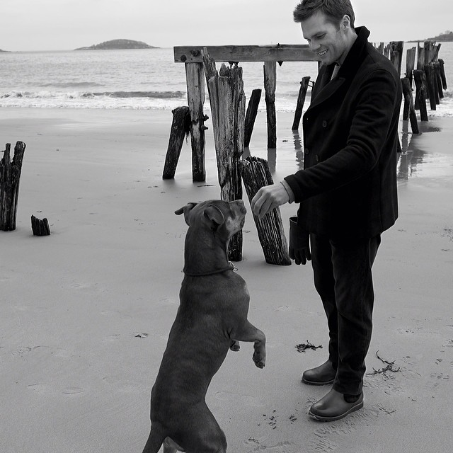 VIDEO: NFL Star Tom Brady And His Dog Lau In New UGG For Men Fall 2014 'Down Time' Spot