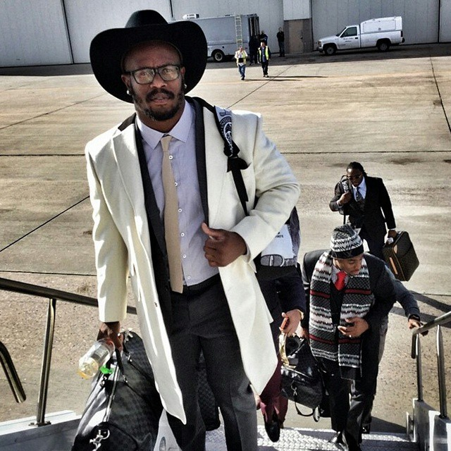 Von-miller-cowboy-hat-thanksgiving-weekend-
