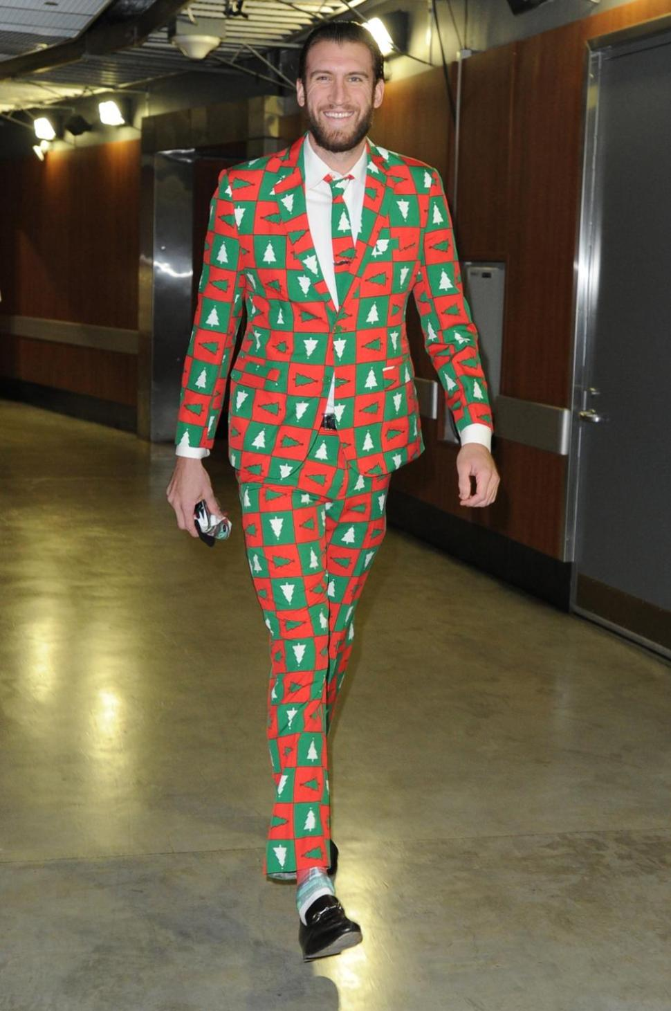 nba-Spencer-hawes-christmas-trees-suit