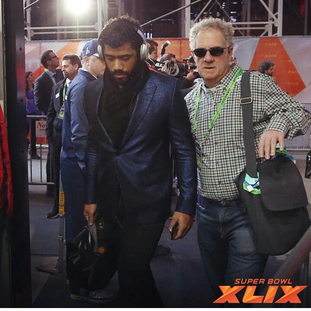 russell-wilson-seahawks-suit-super-bowl-1