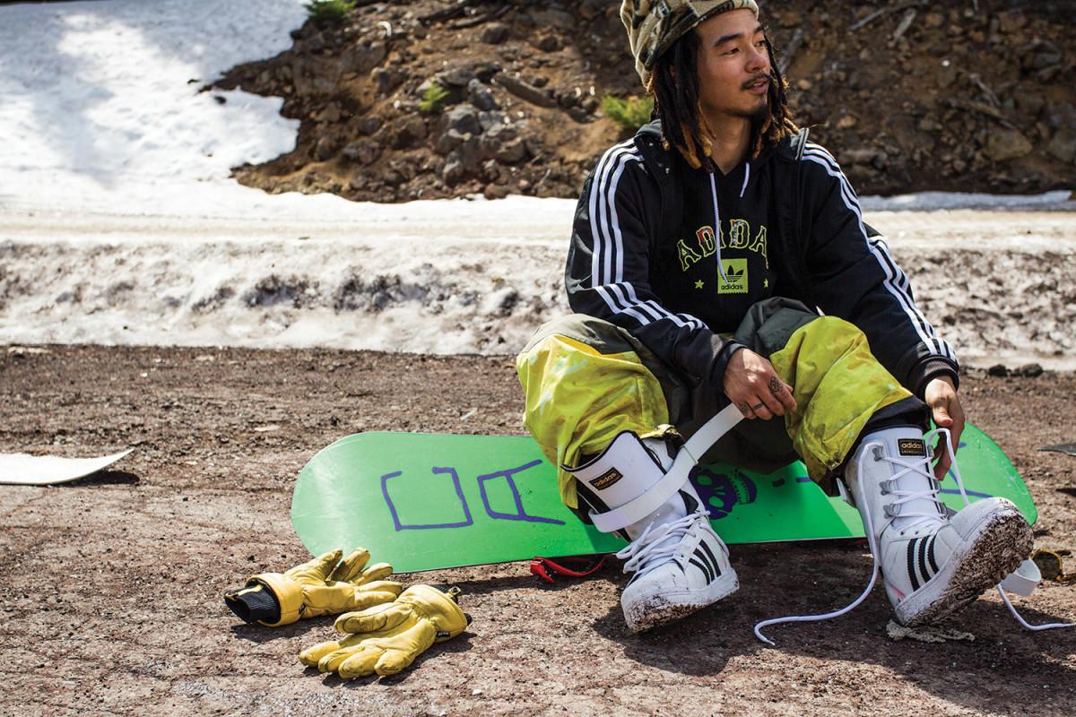adidas-snowboarding-superstar-boot-05-1200x800