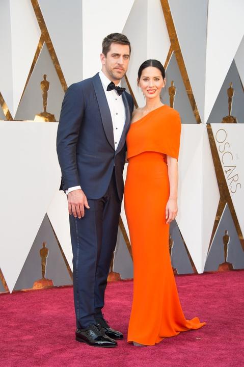 Aaron-Rodgers-Olivia-Munn-at-Oscars_030952